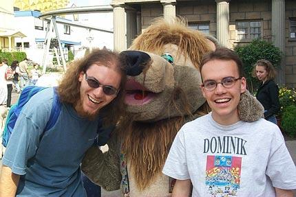 Michi und Dominik mit L�wen